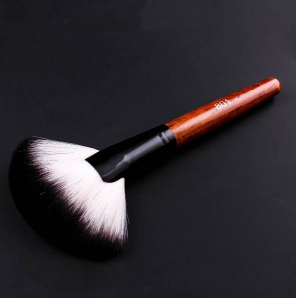 http://sellleggings.ru/product/veernaya-kist-dlya-makiyazha--zebo-801--korichnevyychernyy/