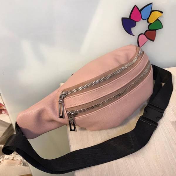 Поясная сумочка Mezalia из мягкой эко-кожи пудрового цвета.